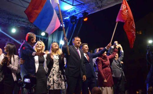 国民投票の結果を祝うドディック大統領(Stanisic Vladimir/ Shutterstock.com)