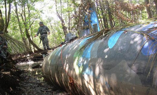 800px-Narco_submarine_seized_in_Ecuador_2010-07-02_7