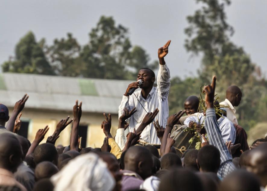 2011年  ウガンダの若手選挙活動家 (Gabordasch, Shutterstock