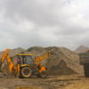 違法採掘された砂の積載(インド、2012年)