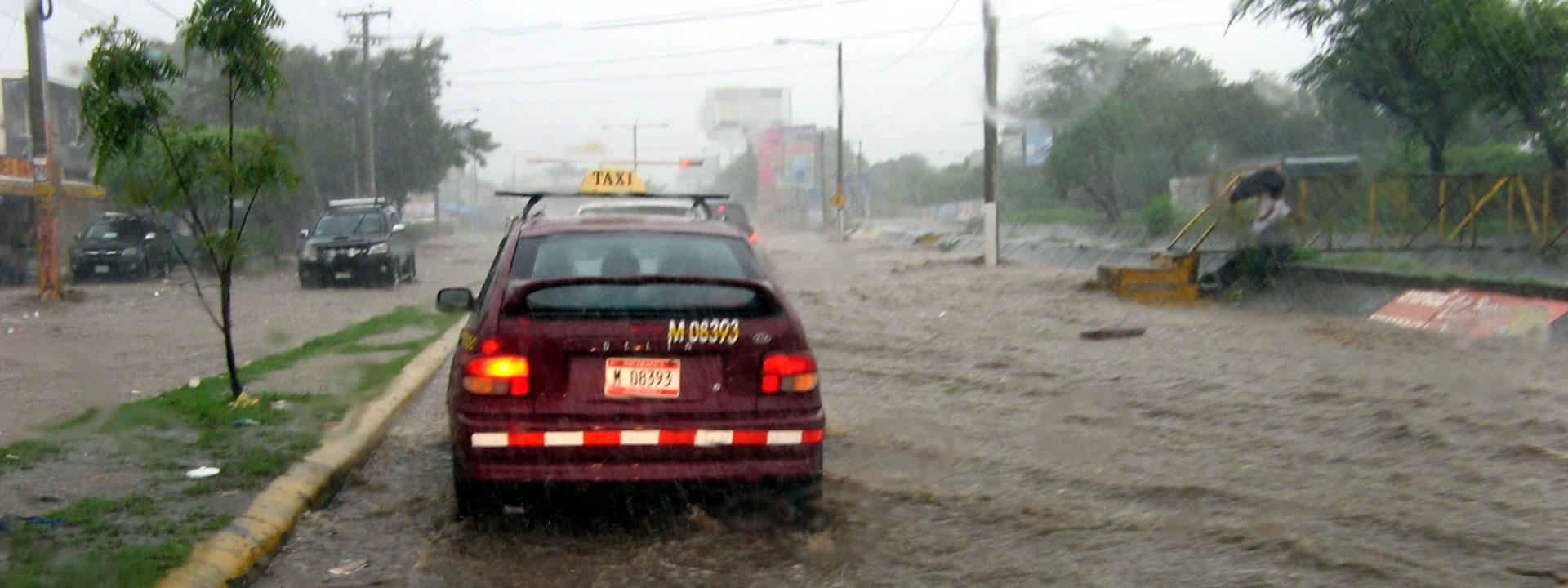 洪水の中の首都マナグア