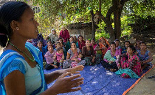 健康問題について教育を受ける女性たち