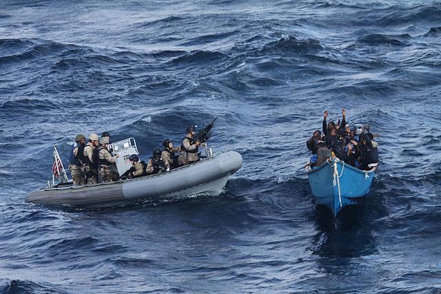 海賊に対し法執行を行う船