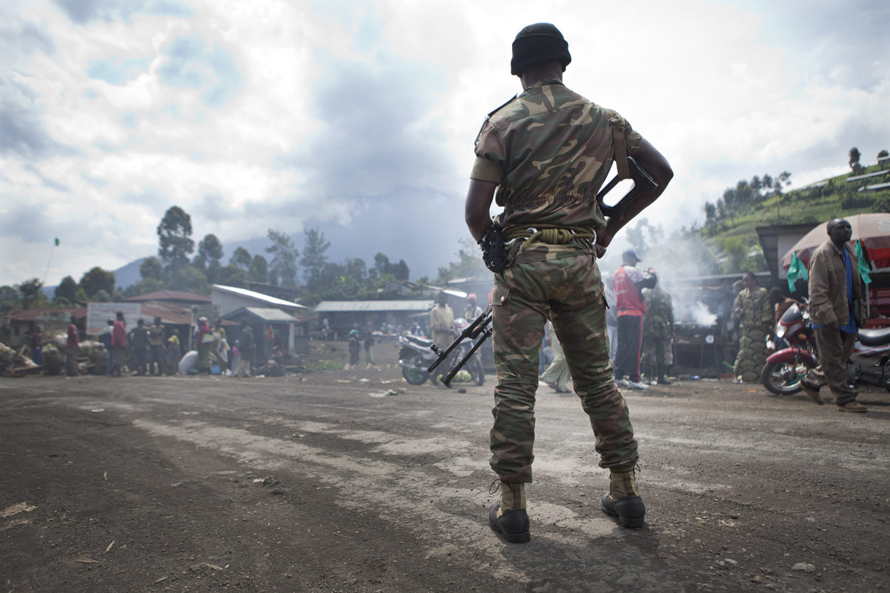 コンゴ民主共和国軍の兵士(写真: MONUSCO/ Flickr [CC BY-SA 2.0]( リンク: https://creativecommons.org/licenses/by-sa/2.0/))