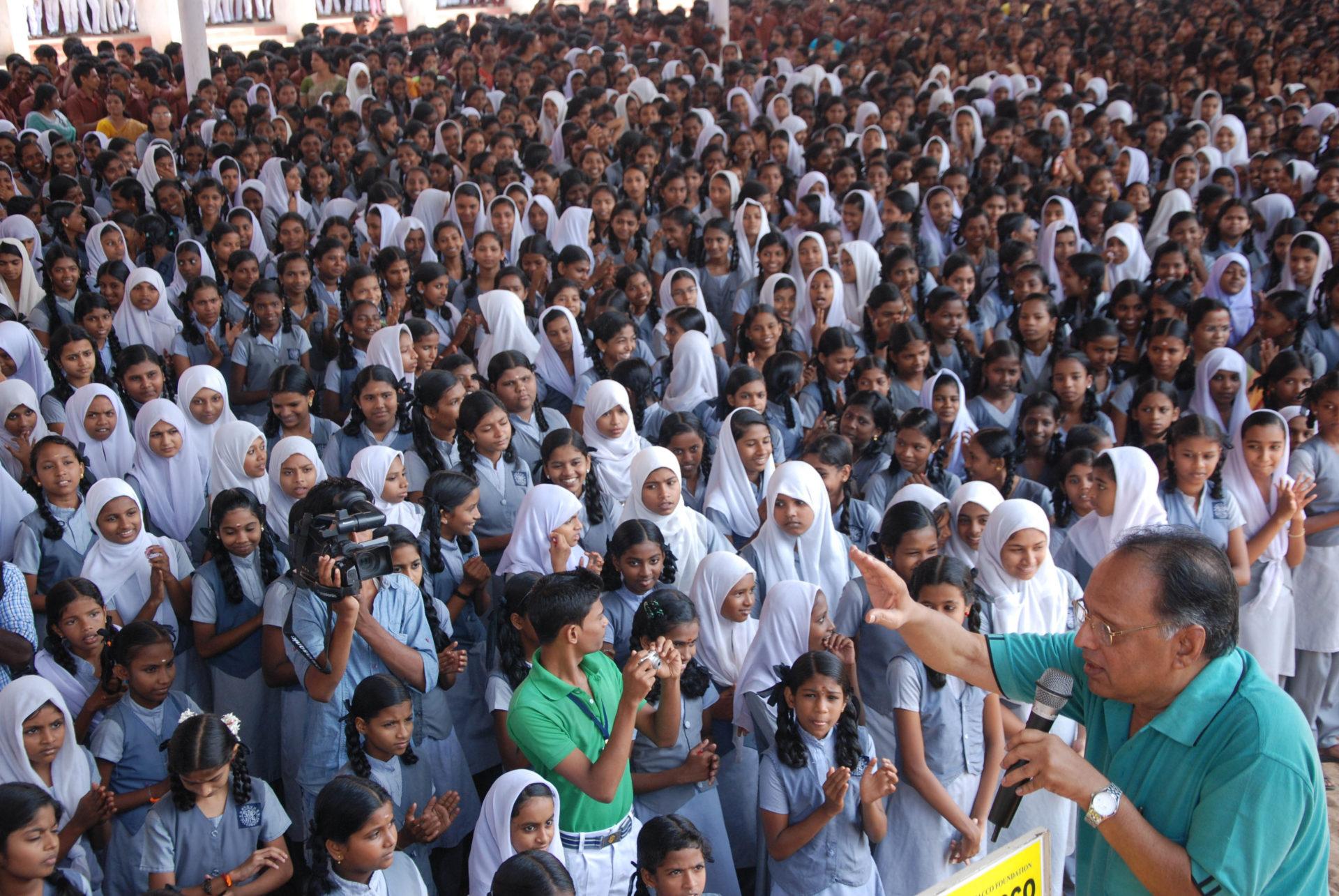 インドの学校におけるたばこ反対キャンペーンのようす