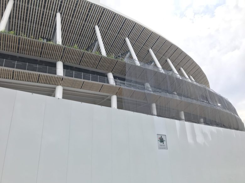建設途中の新国立競技場
